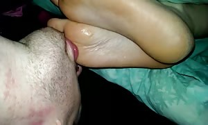 Worship sl33ping wife toes cum on her feet