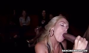 Glamour blonde providing a awesome deep face fuck for stripper