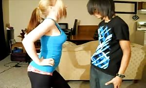 Ballbusting - youngster aggressively Knees Balls!