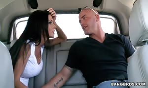 Jessica Jaymes offering head in a vehicle