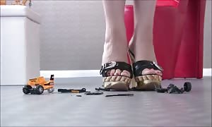 high-heeled shoes VS Toys a million